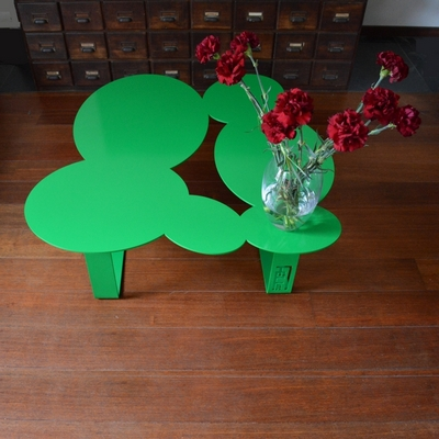 Table de jardin ou de salon en m tal design original for Peinture table de jardin metal